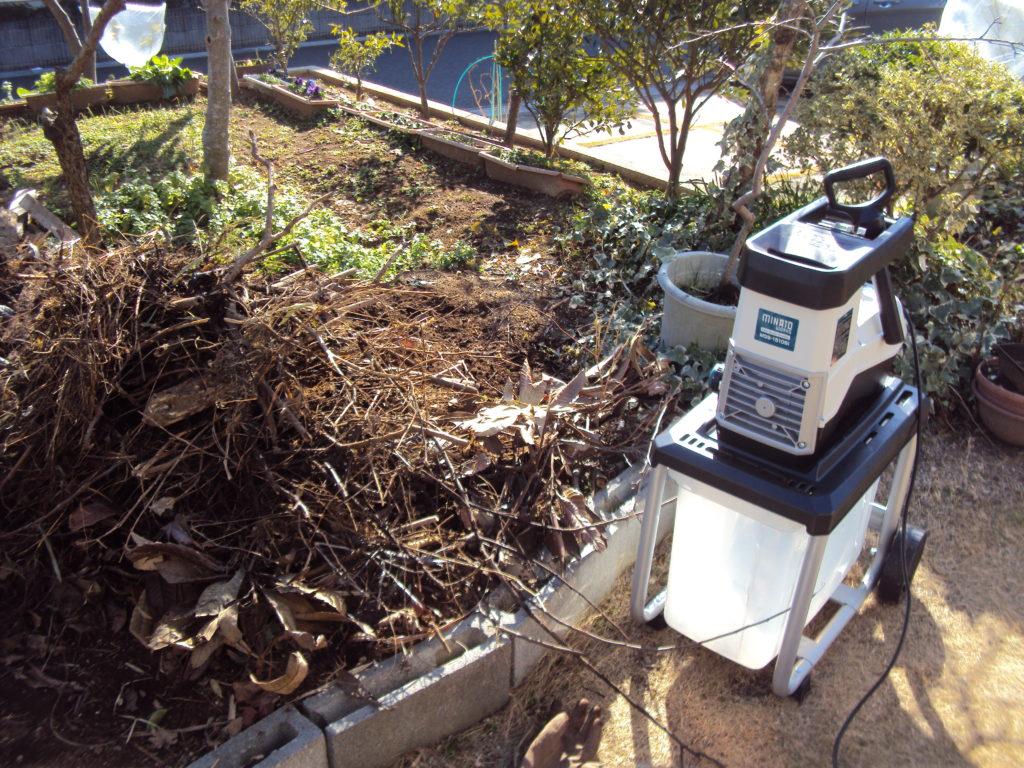 剪定枝堆肥作り