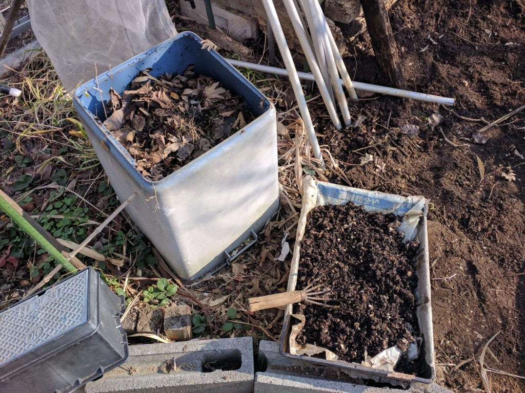 ミミズ堆肥と落ち葉